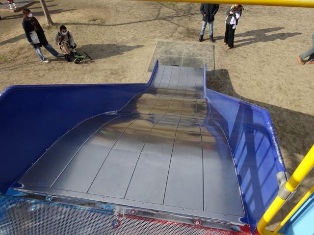 深北緑地ロケット広場の遊具大きなすべり台