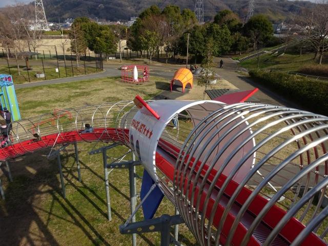 ロケット広場の遊具ローラーすべり台