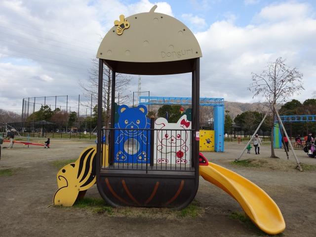 ロケット広場の遊具どんぐりキッズのすべり台