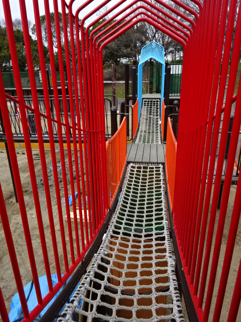 とりで広場城郭都市遊具の網の橋