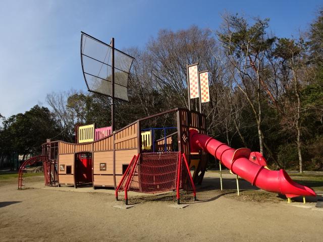 大渕池公園東地区の船形遊具