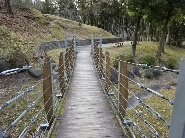 西地区の吊り橋