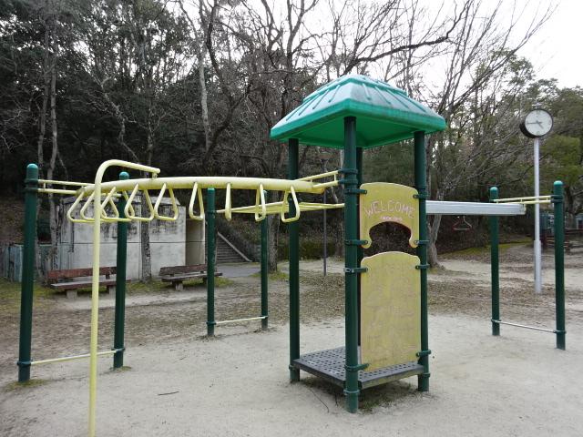 大渕池公園西地区の黄色の遊具その2