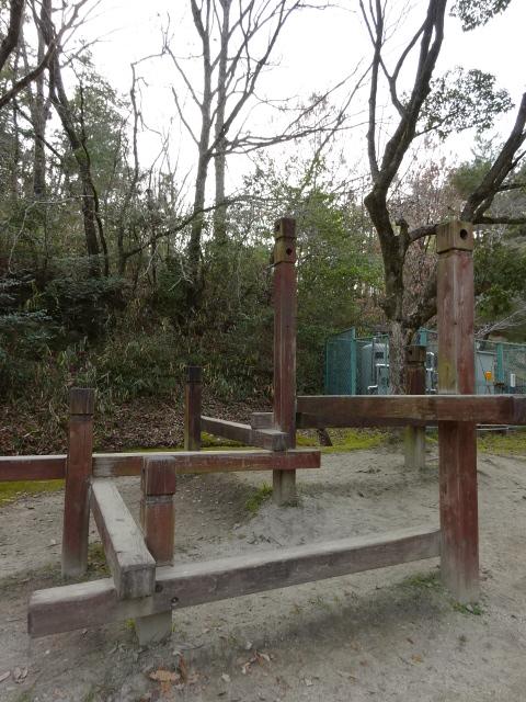 大渕池公園西地区の児童広場の木の遊具