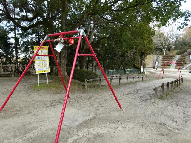 大渕池公園西地区の児童広場のターザンロープ