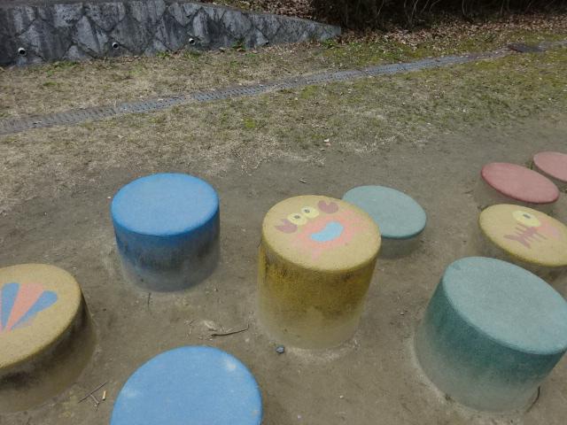 児童広場の丸い遊具
