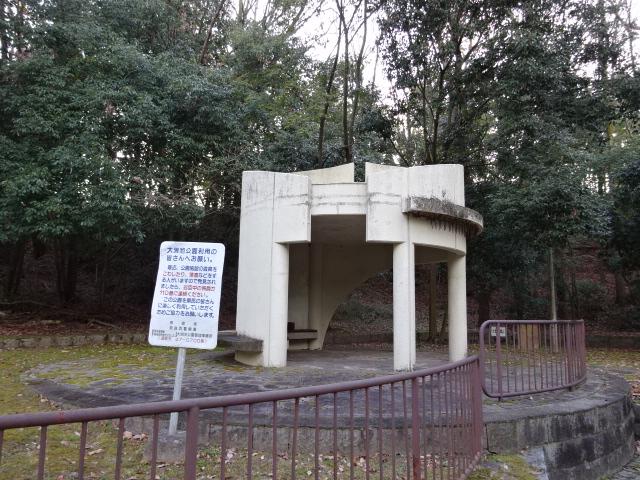 大渕池公園西地区の白い建物