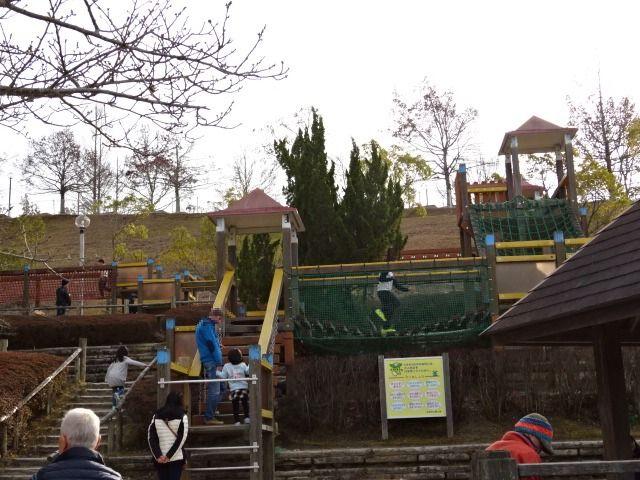 生駒山麓公園の大型木製遊具