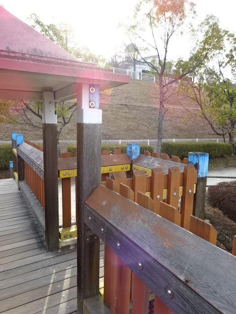 生駒山麓公園の大型木製遊具の出っ張り