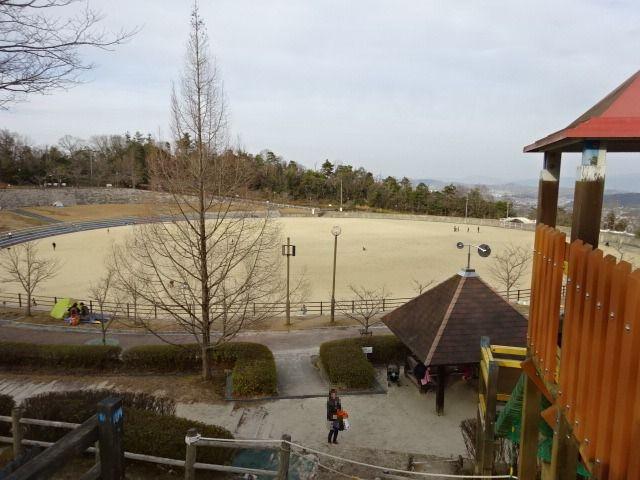 生駒山麓公園の大型木製遊具からの景色