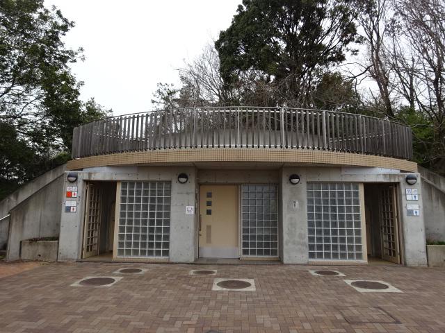 鴻ノ巣山運動公園のトイレ