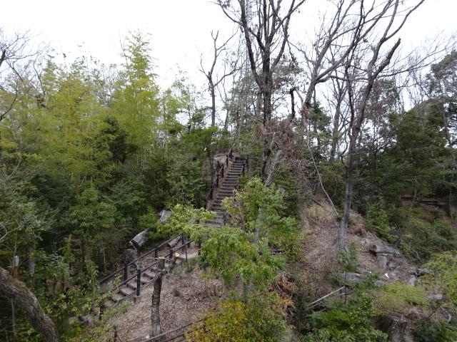バンクーバー砦となりの山道
