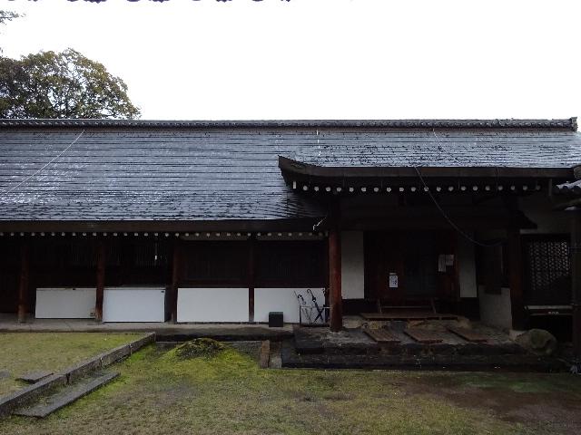 氷室神社境内右の建物