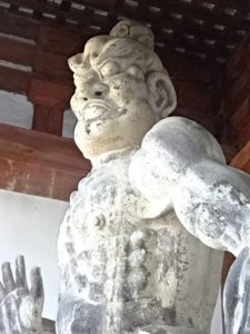 仁王門の金剛力士像アップ