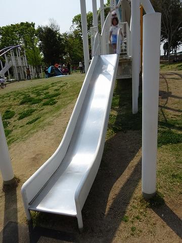 まほろば健康パークの水色の滑り台の滑る部分