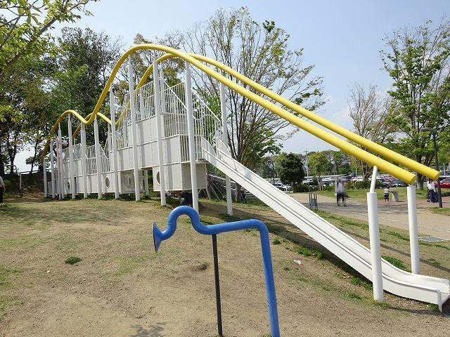 まほろば健康パークの黄色の滑り台
