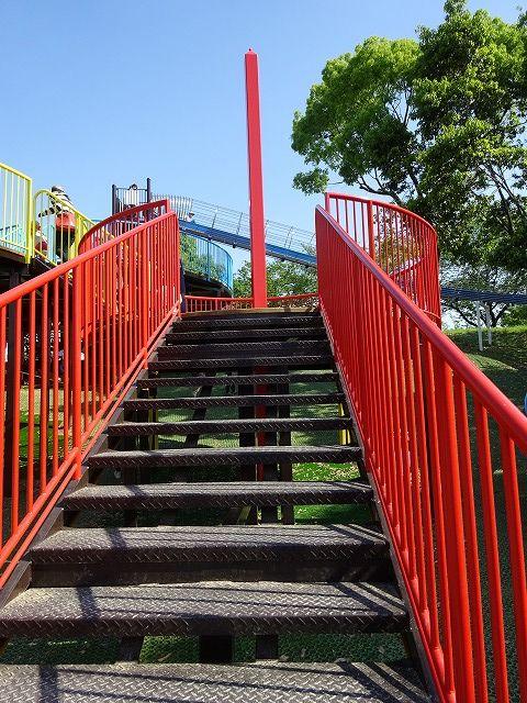 とりで広場の展望台遊具の階段