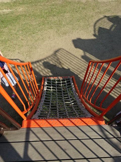 回廊へのロープはしご