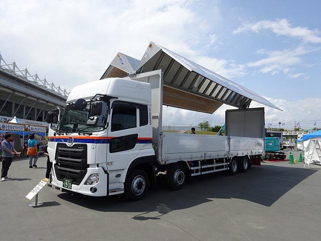 働く車大形トラック 低床ウイングタイプ