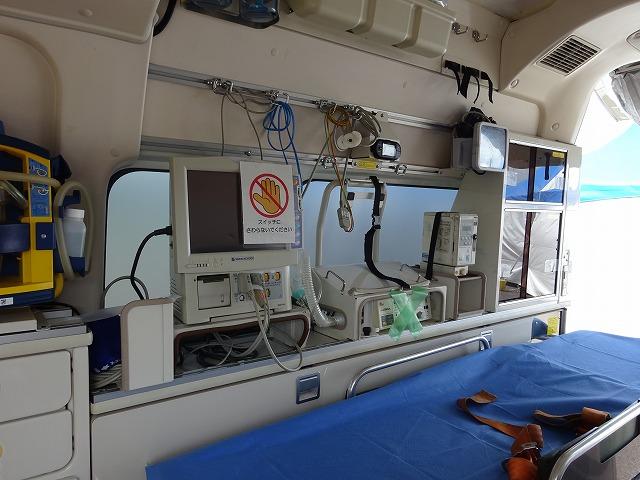 働く車 救急車の車内