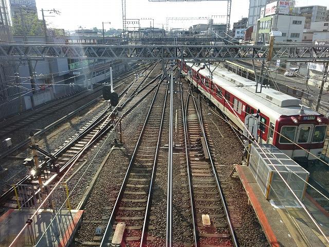 大和西大寺駅展望台デッキから見る近鉄電車