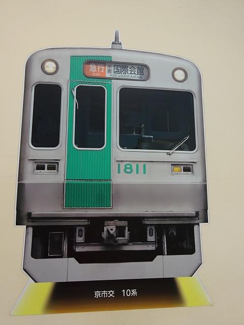 大和西大寺駅展望台デッキ前の電車の写真2