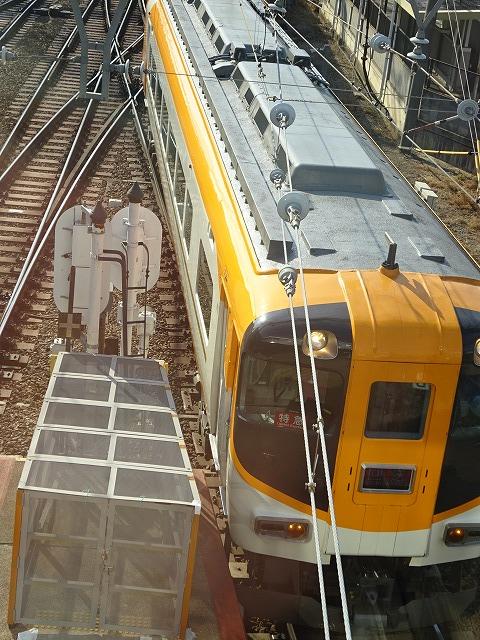 大和西大寺駅展望台デッキから見る近鉄特急