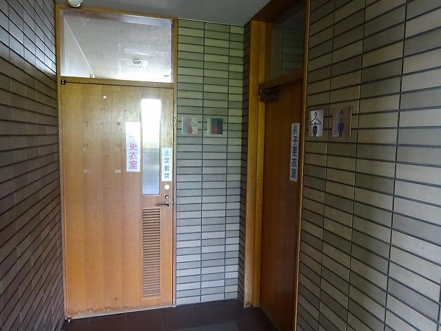 深北緑地レストハウス内の更衣室