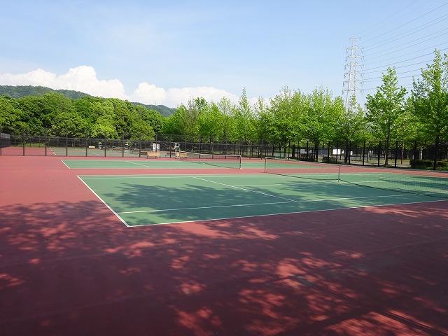 深北緑地のスポーツ施設テニスコート