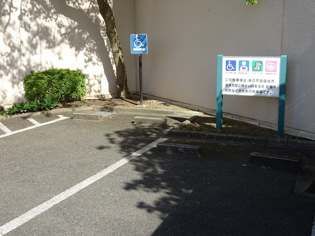 田辺公園プール身障者及び思いやり駐車場