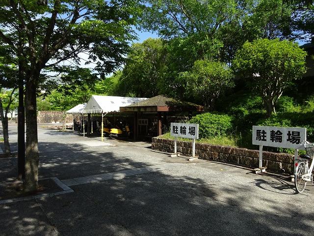 田辺公園プール駐輪場