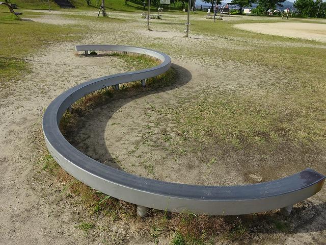 田辺公園健康広場平均台