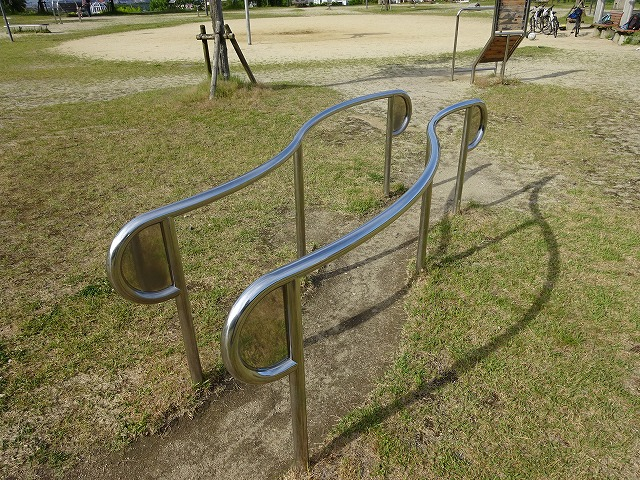 田辺公園健康広場平行棒