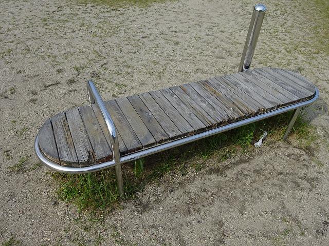 田辺公園健康広場上体そらし器具