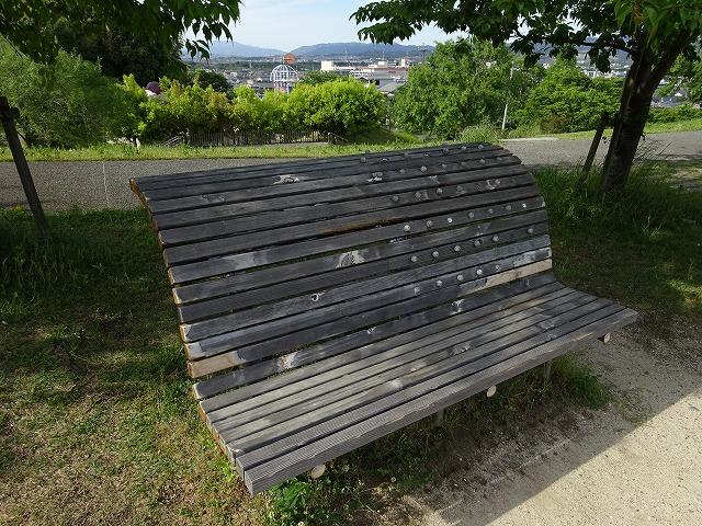 田辺公園健康広場背筋のばしストレッチベンチ