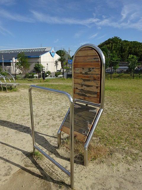 田辺公園健康広場膝の屈伸器具