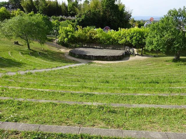 京田辺市田辺公園の野外ステージ