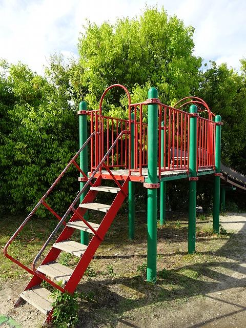 田辺公園のこども広場のローラーすべり台の入り口