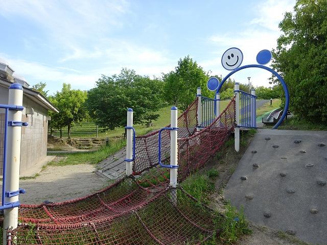 田辺公園こども広場の遊具アスレチック