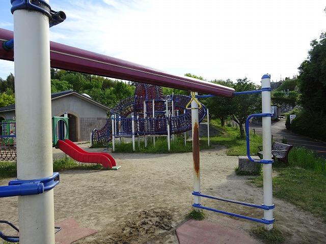 田辺公園こども広場の多目的レール遊具