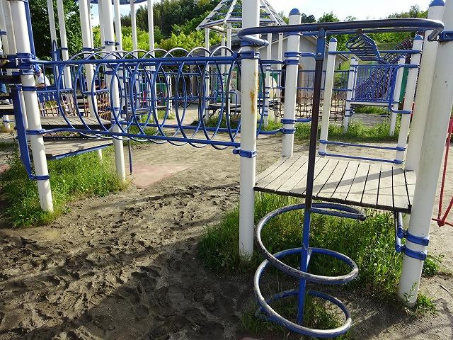 田辺公園こども広場の多目的遊具パイプハシゴ