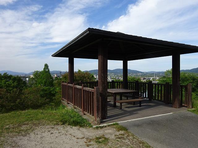 田辺公園展望広場近くのあずまや
