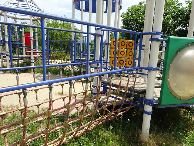 田辺公園こども広場の遊具網の橋