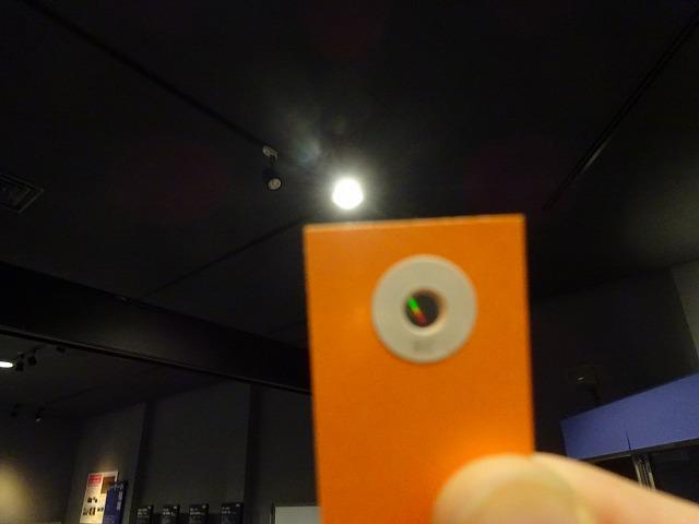 きっず光科学館ふぉとん レーザーラボのオレンジの紙