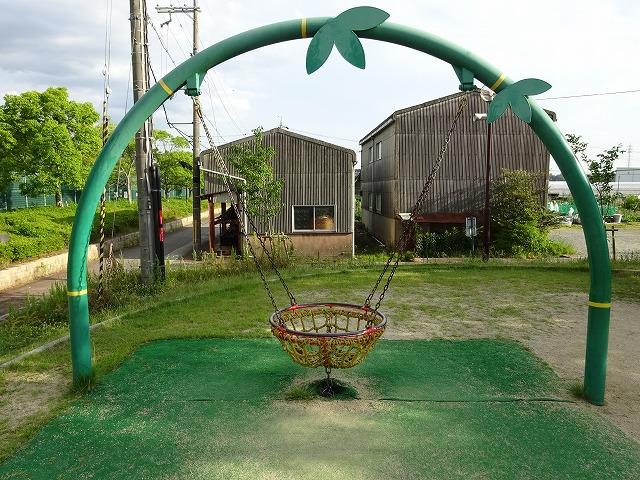 八幡市民スポーツ公園のちびっこ広場の遊具小さなお子さん向け揺れる遊具