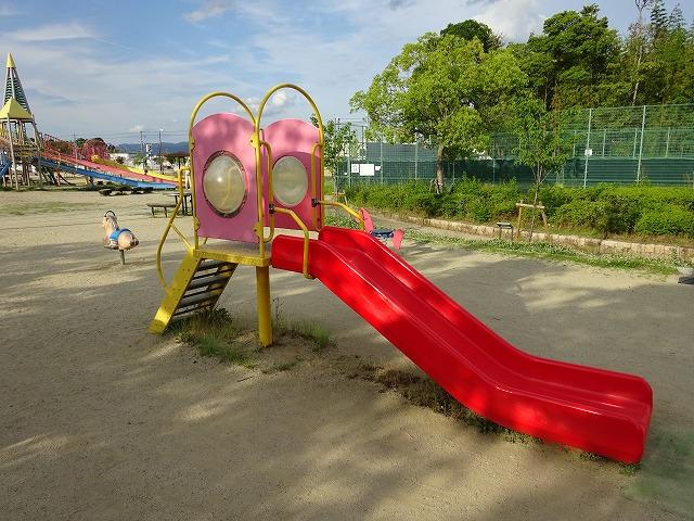 八幡市民スポーツ公園のちびっこ広場遊具すべり台
