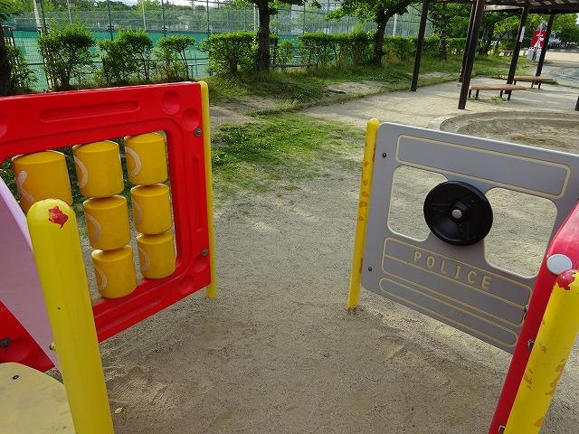 八幡市民スポーツ公園のちびっこ広場遊具の小型遊具