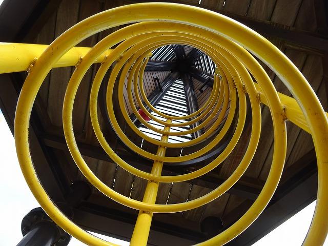 八幡市民スポーツ公園のちびっこ広場の遊具リングタワー