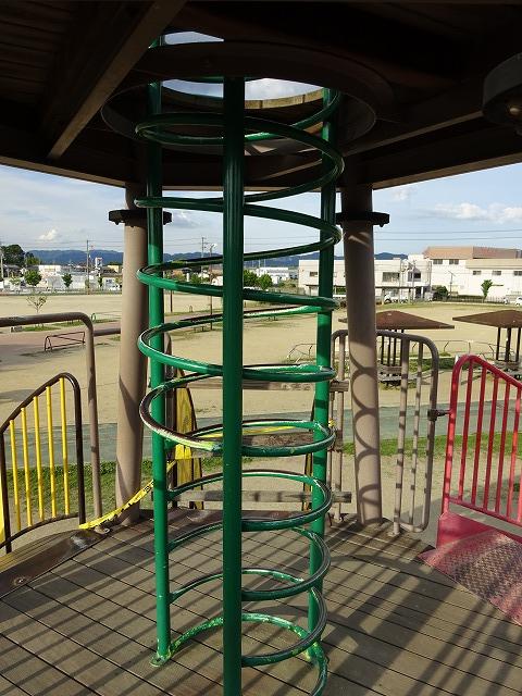 八幡市民スポーツ公園のちびっこ広場の遊具リングタワー2