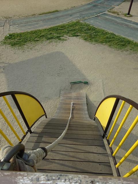 八幡市民スポーツ公園のちびっこ広場の遊具ウッドクライム